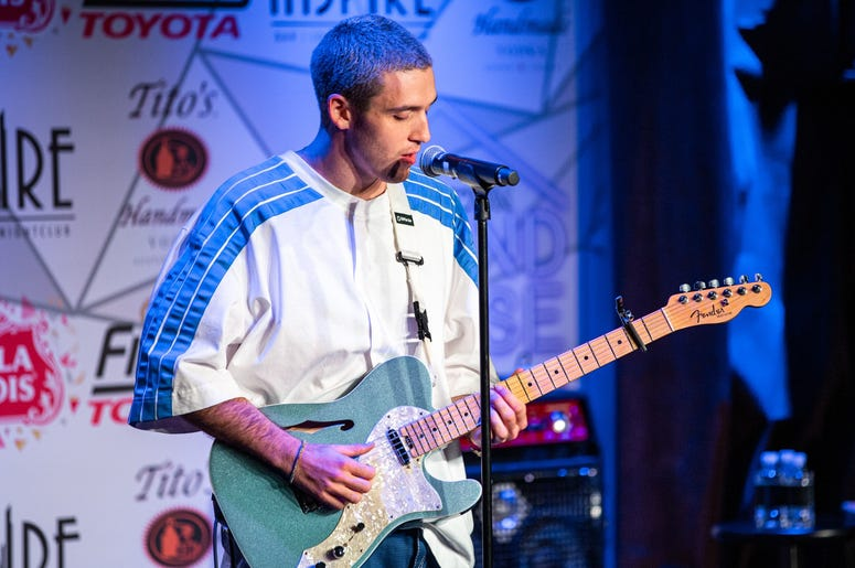 Lauv SH On Stage Photos Courtesy Of Key Lime Photography4