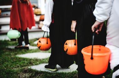 Halloween, Trick-or-Treating, Kids, Costumes, Neighborhood, House
