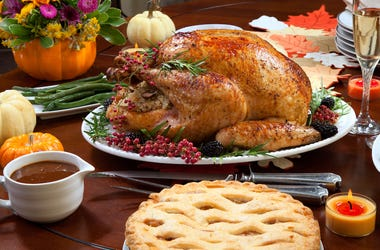Thanksgiving Dinner, Turkey, Pie, Meal, Table