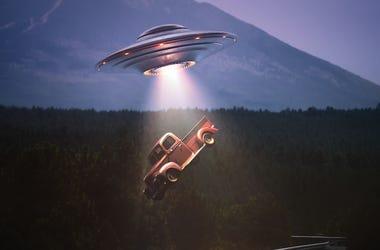 UFO, Alien, Spaceship, Truck, Desert, Abduction
