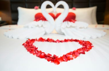 Bed, Romantic, Heart, Flowers, Valentine's Day