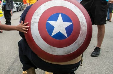 Captain America, Shield, Kneeling, Tiny Arm, Touching