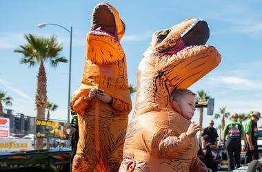 Dinosaur Costumes, Las Vegas Motor Speedway, 2018