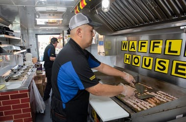 Waffle House, Employee, Cooking, Sausages, Kitchen
