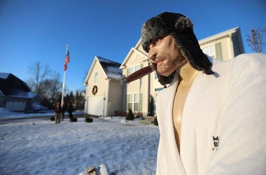Cousin Eddie, Mannequin, National Lampoon's Christmas Vacation, Front Yard, Snow