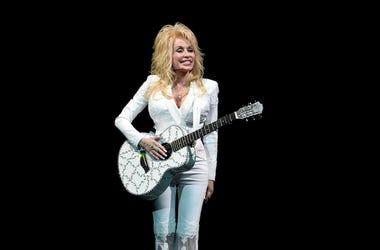 Dolly Parton, Concert, BB&T Center, White Suit, Guitar, Smile, 2016
