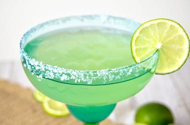 Margarita with lime slice