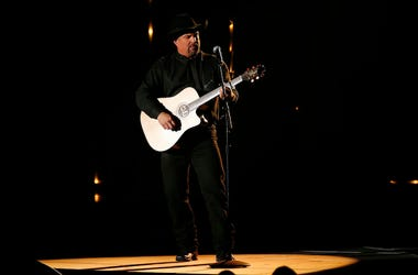 Garth Brooks, Performing, 52nd Annual CMA Award, 2018