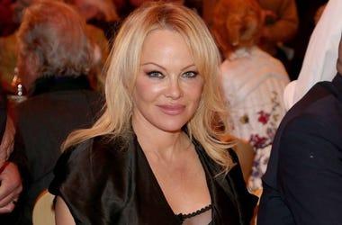 Pamela Anderson, Dinner, Table, Pre-opening Gut Aiderbichl Christmas market, 2019