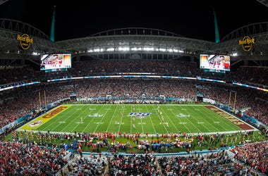 Super Bowl LIV, Kansas City Chiefs, San Francisco 49ers, Hard Rock Stadium in Miami Gardens, Field, Crowd, Super Bowl 54