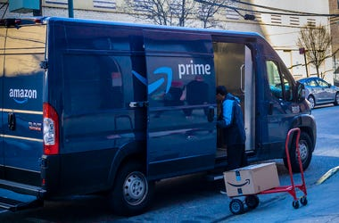 Amazon Truck, Delivery, Package, Dolly, New York, 2020