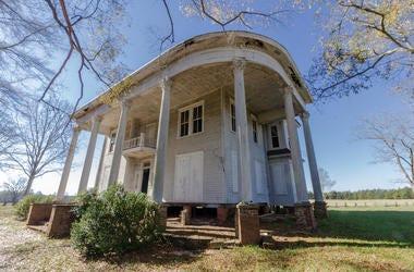 Abandoned Plantation Home, Mansion, Field