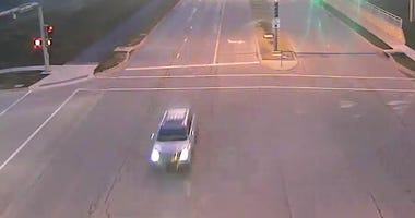 Silver SUV seen in the area near 140th and Metcalf in connection to possible child enticement case in Overland Park