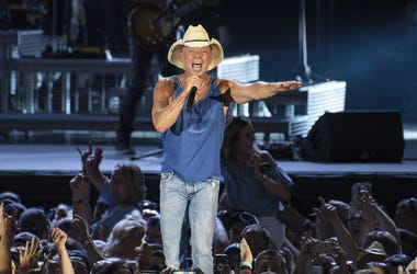 KENNY CHESNEY performs in concert at the Pittsburgh stop of his 'Trip Around The Sun' Tour