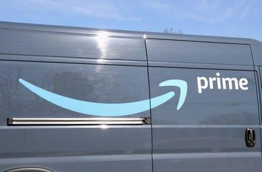 Amazon Prime delivery, amazon delivery, amazon delivery driver gives back, coronavirus feel good stories