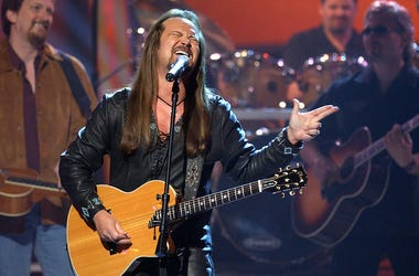 Singer Travis Tritt performs onstage during the 37th Annual Academy of Country Music Awards May 22, 2002 at the Universal Amphitheatre in Los Angeles, CA.