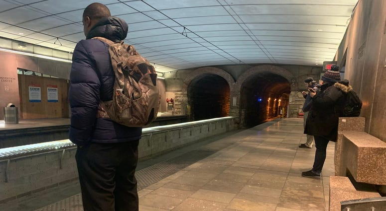metro, train station