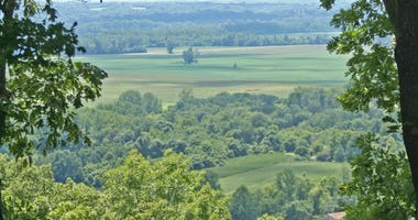 Montelle Winery on the Missouri weinstrasse near Augusta has a commanding view of the Missouri River Valley.