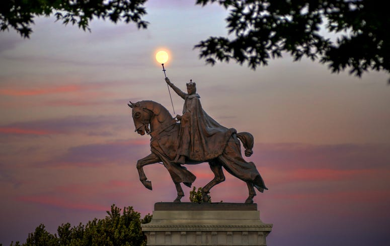 Saint Louis statue, Art Hill