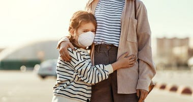 Do's and don'ts of hugging during a pandemic
