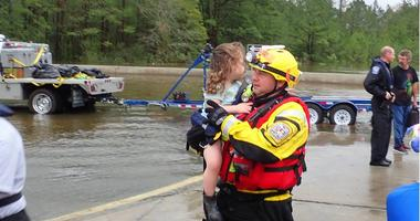 fireman rescues little girl from hurricane flood waters