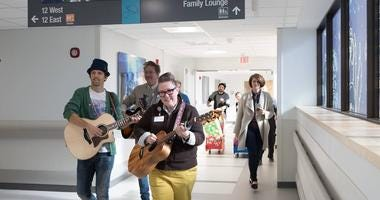 Jason Mraz at St. Louis Childrens Hospital