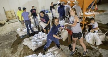 Valmeyer, Illinois sandbagging