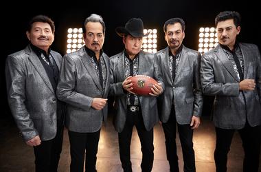 El reconocido grupo mexicano Los Tigres del Norte fueron invitados por el canal FOX Deportes para realizar el video de bienvenida y apertura al Super Bowl 54, que se transmitirá el próximo domingo 2 de febrero por FOX Deportes a las 6:30(EST) / 3:30 (PST)