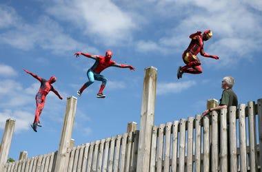 Deadpool & Spiderman Bailando
