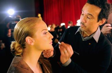 """Esta Loca ? Maquillarse es del diablo"""",y se vuelve viral"""