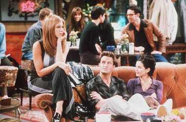 1998 Jennifer Aniston, Matthew Perry, and Courteney Cox in Year 4 of Friends