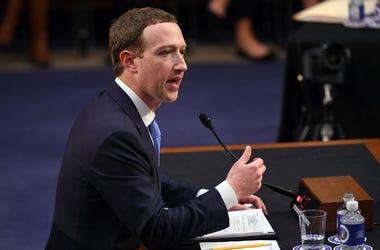 Mark Zuckerberg Necesito De Un Booster Seat