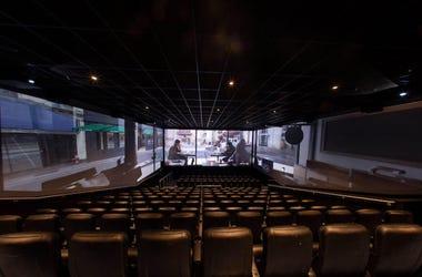 cines de tres pantallas