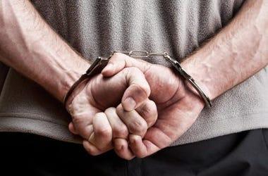 Pastor Bajo Arresto