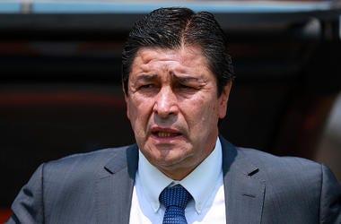 Luis Fernando Tena, Head Coach of Queretaro looks on during the 17th round match between Pumas UNAM and Queretaro as part of the Torneo Clausura 2018 Liga MX at Olimpico Universitario Stadium on April 1, 2018 in Mexico City, Mexico.