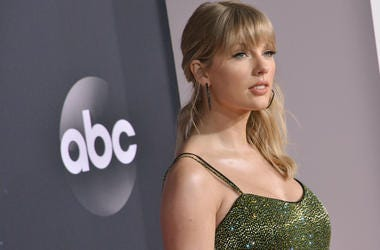 Taylor Swift arrives at the 2019 American Music Awards held at the Microsoft Theater in Los Angeles, CA on Sunday, ​November 24, 2019. (Photo By Sthanlee B. Mirador/Sipa USA)