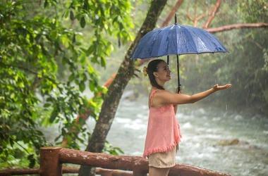 raining while traveling