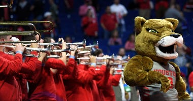 Houston Cougars mascot and cheerleaders
