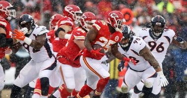Chiefs get a very snowy win at Arrowhead