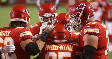 Chiefs triumph over Houston in NFL opener