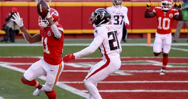 Chiefs defeat Atlanta in close game at Arrowhead