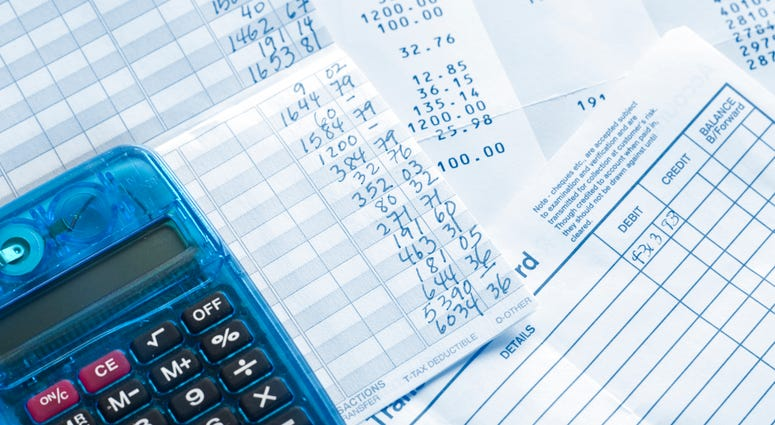 Balancing checkbook and reconciling bank statement