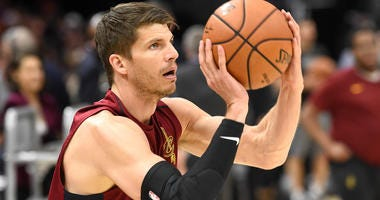 Kyle Korver warms up for the Cleveland Cavaliers during the 2018 NBA Finals.