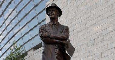 Tom Landry Statue outside AT&T Stadium