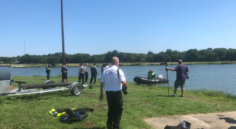 Fort Worth Fire dive teams at Echo Lake