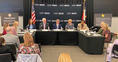 en. Cornyn Holds Roundtable On Vaping Legislation In Fort Worth