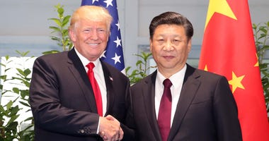 Chinese President Xi Jinping (R) meets with his U.S. counterpart Donald Trump