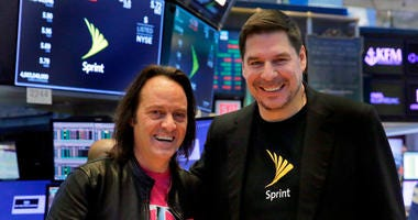 T-Mobile CEO John Legere, left, and Sprint CEO Marcelo Claure pose for photos on the floor of the New York Stock Exchange, Monday, April 30, 2018.