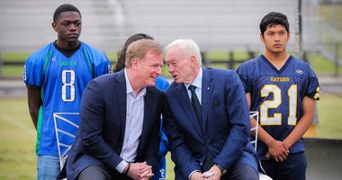 Dallas Cowboys owner Jerry Jones, right, and NFL Commissioner Roger Goodell