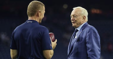 Dallas Cowboys head coach Jason Garrett (left) speaks with owner Jerry Jones (right)